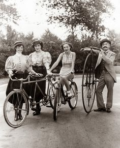 vintage everyday: Vintage Photos of Chicago's Cycling CrazeFannie Ellen, from left, Lillian Dushell, Anita Conier and Guy Hickman with old-fashioned bikes in Lincoln Park, circa July 28, 1936. — Chicago Tribune historical photo
