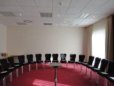 NH Berlin Potsdam - Stahnsdorf    Dieser Veranstaltungsraum verfügt über Tageslicht und ist ausgestattet mit hochwertiger Tagungstechnik.  ISDN- und Wireless- Lan Zugang, Klimaanlage, verschiedene Licht- und Tondarstellungen für Präsentationen und Vorträge gewährleisten eine erfolgreiche Veranstaltung