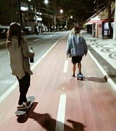 Image de girl, skate, and grunge Spitfire Skate, Skate Girl, Best Friend Pictures, Burton Snowboards, Skateboard Art, Skateboard Clothing, Best Friend Goals, Kitesurfing, Favim