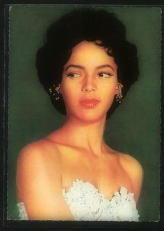 Dorothy Dandridge as Carmen Jones.  The resemblance that Dottie and Beyoncé share is uncanning!!