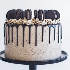 Oreo Chocolate Cookies n Cream birthday cake recipe! Chocolate cake, Oreo & chocolate ganache filling, topped with a mountain of Double Stuf Oreos! Cake Decorating Frosting, Cake Decorating Videos, Cake Decorating Techniques, Oreo Cake Recipes, Baking Recipes, Dessert Recipes, Food Cakes, Cupcake Cakes, Chocolate Oreo Cake