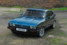 Ford Capri Brooklands, special edition model at the end of production. Classic Cars British, Ford Classic Cars, The Professionals Tv Series, Ford Sierra, Ford Capri, Old Fords, Classic Motors, Ford Escort, Car Ford