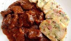 Hovädzie guláš a petržlenovej knedle Czech Recipes, Ethnic Recipes, Beef Recipes, Cooking Recipes, Bread Dumplings, Beef Goulash, Main Meals, Food To Make, Main Dishes