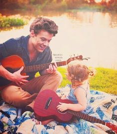 Image in Best Harry Edits collection by StEpHaNiE Harry Styles Imagines, Harry Styles Fofo, Harry Styles Cute, Harry Styles Pictures, Harry Edward Styles, Harry Styles Edits, Harry Styles With Baby, History Channel, Anne Cox