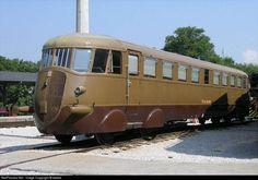 Lego Trains, Old Trains, Diesel Locomotive, Retro Futurism, Vintage Travel Posters, Train Travel, Fiat Diesel, Model Trains, Art Deco Fashion