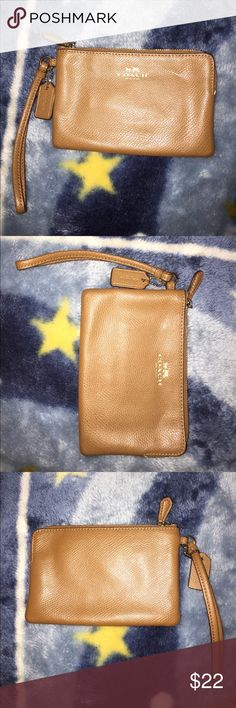 Coach wristlet Coach wristlet used once in great condition Coach Bags Clutches & Wristlets