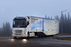 El último vehículo conceptual de Volvo Trucks ensaya una cadena cinemática híbrida para el transporte de larga distancia    GOTEMBURGO Suecia Febrero 2017 /PRNewswire/ - Con el Volvo Concept Truck Volvo Trucks ha desarrollado su primer vehículo híbrido diseñado para aplicaciones de largo recorrido. En combinación con las demás mejoras del vehículo la reducción total de consumo de combustible y emisiones de CO2 se sitúa en torno al 30 por ciento.  Volvo Trucks dio a conocer el Volvo Concept…