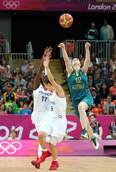 Belinda Snell nails a 3-pointer to send the Opals Olympic game vs France into overtime © Getty Images