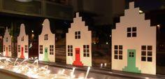 Huisjes met trapgevel en klokgevel. Leuk voor Sinterklaas (met Pietjes en Sinterklaas) en kerst (met lampjes) als raamdecoratie. Dutch houses. Nice for Santa Claus (with Pietjes and Santa Claus) and Christmas (with lights) window decoration.