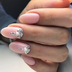 Нежно розовый маникюр со стразами #ногти #маникюр #розовойманикюр #