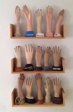 Model hands collection? Symbol Hand, Show Of Hands, Hand Art, Body Parts, Vintage Mannequin, Mannequin Heads, Ceramic Art, Sculptures Céramiques, Ceramic Sculptures
