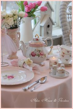 Aiken House Gardens: A Romantic Sunroom Tea Party Tea Cup Saucer, Tea Cups, Beautiful Table Settings, My Cup Of Tea, Vintage Tea, Vintage Party, High Tea, Tea Time, Coffee Time
