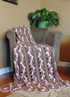 ❤❤❤ WEAVES BLANKET ❤❤❤ Love the look of this pattern - looks hard but claims to be fairly easy - Weave 3 strips - Easy ~ Crochet Afghan / Blanket Pattern Crochet Afgans, Knit Or Crochet, Crochet Crafts, Easy Crochet, Crochet Blankets, Free Crochet, Crochet Ideas, Crochet Projects, Crochet Mile A Minute