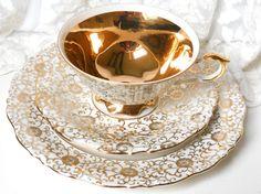 tè dell'annata tazza trio teacup dell'annata oro di MinoucBrocante