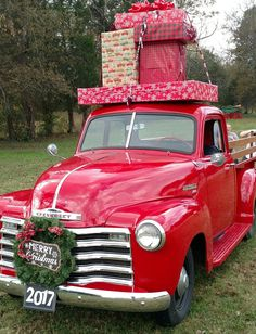 Loving this red truck with presents tied to the top of the roof. The wreath on the front of the red truck is super cute too! Christmas Red Truck, Merry Christmas, Christmas Tree Farm, Country Christmas, All Things Christmas, Vintage Christmas, Christmas Time, Christmas Crafts, Christmas Decorations