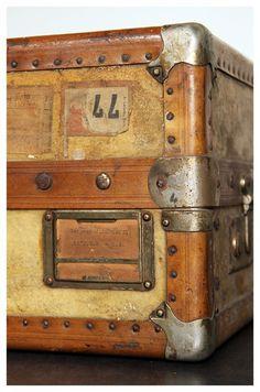 Antieke garderobe koffer / hutkoffer | Kisten & Koffers | Maison Patine