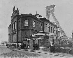 Pohled na těžní objekty dolu Šalomoun na křižovatce dnešních ulic Vítkovická a 28.října.  Jméno dostal v roce 1844 po svém zakladateli, bankéři Salomonu Rothschildovi. V rámci budování frýdlantských mostů a ústředního autobusového nádraží bylo rozhodnuto o likvidaci dolu. V roce 1973 došlo k zasypání těžební jámy a v listopadu 1974 k odstřelení věže. Za 130 let své existence důl vytěžil 13,8 milionu tun uhlí. Czech Republic, Diesel, Europe, Diesel Fuel, Bohemia