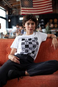 Vans Girls Music Crushes: Meg Myers Singer/songwriter Meg Myers is as honest, compelling and inspiring as they come. As a child, Meg started writing songs in search of comfort and support. Cut My Hair, Her Hair, Hair Cuts, Meg Myers, Vans Girls, Look Vintage, Pretty People, Hair Inspiration, Curly Hair Styles