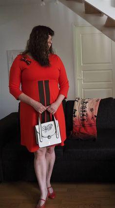 Vaateviidakko: Tuunattu punainen mekko Handmade Dresses, Diy Dress, Chanel Boy Bag, Diy Clothes, Shoulder Bag, Boys, Fashion, Diy Clothing, Baby Boys