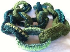 crochet: a chain-link scarf: http://inspirationrealisation.blogspot.com/2011/12/crochet-chain-link-scarf.html