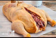 JUEGO DE SABORES : POLLO DE NAVIDAD RELLENO Turkey Recipes, Mexican Food Recipes, Chicken Recipes, Holiday Recipes, Great Recipes, Favorite Recipes, Pollo Chicken, Colombian Food, Cooking Recipes