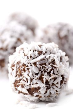 Raw Edibles: Raw Chocolate Coconut Date Balls