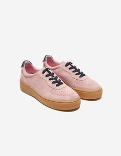 Sandro 100% split leather lace-up trainers. Thanks to their fun and feminine…
