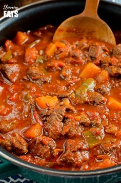 Low Syn Paprika Beef - tender chunks of beef in a rich smokey paprika tomato sauce with chunks of butternut squash. Paprika Pork, Beef Recipes, Cooking Recipes, Meatball Recipes, Recipies, Slimming World Puddings, Slimming World Recipes Syn Free, Steak Dishes, Goulash