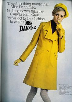 And chic as well. Twiggy in yellow coat and beret. 60s And 70s Fashion, Mod Fashion, Vintage Fashion, Sporty Fashion, Fashion Women, Fashion Outfits, Fashion Trends, Twiggy, Patti Hansen