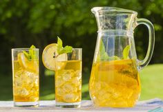 There are so many reasons to love tea: The crisp yet complex taste, the way it relaxes the nerves, its ability to wake you up, and its warmth that brings people together. Click the link to see the recipe. The Very Best Iced Tea Fun Drinks, Yummy Drinks, Healthy Drinks, Yummy Food, Beverages, Healthy Recipes, Best Iced Tea Recipe, Iced Tea Recipes, Making Iced Tea