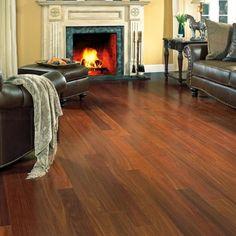 Durabilidade e requinte são as principais características do piso de madeira. Ao fazer manutenção e limpeza corretamente e regularmente, você garante que seu piso dure por muito mais tempo com aparência de novo.