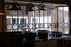 透明ガラス以外はアンティークステンドグラスの端材を使用 アンティークハウス ポートベロさん