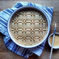 Rhubarb, raspberry and apple pot pie. To bring comfort 💖 Pie Recipes, Baking Recipes, Beautiful Pie Crusts, Pie Crust Designs, Pie Decoration, Pies Art, Pie Tops, Sweet Pie, No Bake Pies