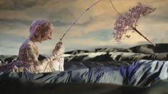 A hand-crafted stop-motion that serves as a poignant metaphor for the debilitating effects of Alzheimer's disease.