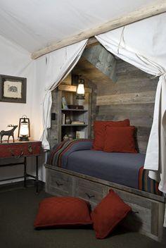 Space-saving bunk - Montana Reclaimed Lumber
