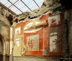 Augustus College or Collegio degli Augustali. Herculaneum, Italy.  https://victortravelblog.com/2014/05/08/pompeii-and-herculaneum-two-beautiful-mummies/