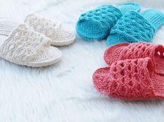 Crochet Sandals Free Pattern - Crochet Dreamz Crochet Slipper Pattern, Crochet Slippers, Crochet Sandals Free, Yarn Tail, Crochet Gifts, Easy Crochet, Crochet Top, Crochet Woman, Crochet Patterns For Beginners