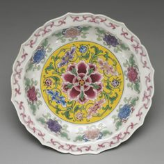 Plate with floral décor Painted enamel on Yongle white ware Qing dynasty, Kangxi reign, 1662-1722 National Palace Museum