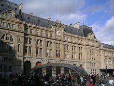 gare saint-lazare | Façade de la Gare Saint-Lazare de nuit (677x480) :