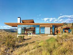 Con casi 380 metro cuadrados, la estructura absorbe el bello paisaje.   Galería de fotos 2 de 21   AD MX