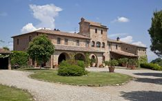 Tuscan style – Mediterranean Home Decor Spanish House, Spanish Style, Villas, Casa Loft, Global Real Estate, Italian Villa, Mediterranean Home Decor, Tuscan Style, Stone Houses
