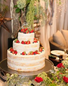 スポンジが薄く見えるホワイトネイキッドケーキまとめ | marry[マリー] Valentine Desserts, Valentines, Pretty Wedding Cakes, Engagement Cakes, Buttercream Cake, Wedding Images, Whipped Cream, Christmas Holidays, Cake Decorating