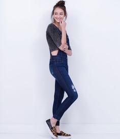 Macacão feminino  Modelo longo  Com bolsos  Marca: Blue Steel  Tecido: jeans elastano  Composição: 99% algodão e 1% elastano  Modelo veste tamanho: P       COLEÇÃO INVERNO 2016     Veja outras opções de    macacões femininos.