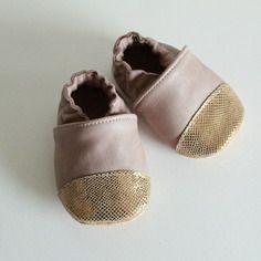 """Chaussons bébé en cuir souple - cadeau naissance - modèle """" eugénie"""" vieux rose"""