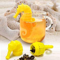 Konik morski który z każdego naczynia zrobi swoje małe herbaciarium. Uroczy zaparzacz do herbaty rodem z rajskiej wyspy z radością zamieszka w Twoim kubku.