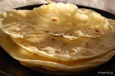 Το άζυμο ψωμί, αυτό που φτιάχνεται χωρίς προζύμι ή μαγιά, σαν τις αραβικές πίτες, μόνο με αλεύρι και νερό, είναι το πιο αρχαίο ψωμί.