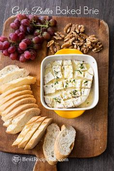 Easy baked brie dip with garlic butter. Our garlic butter baked brie dip is super easy and done in 15 minutes in the oven. Best recipe for bake brie dip baking Best Baked Brie Dip Recipe with Garlic Butter Brie Cheese Recipes, Baked Brie Recipes, Garlic Recipes, Dip Recipes, Gourmet Recipes, Appetizer Recipes, Cooking Recipes, Party Appetizers, Baked Brie Appetizer