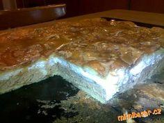 Vodu rozehřejeme s máslem a solí,pak najednou přidáme mouku a za stálého mchání vaříme na mírném ohn...