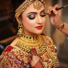 OMG such a beautiful bride Indian bride . Indian Wedding Makeup, Indian Wedding Bride, Indian Bridal Outfits, Indian Bridal Fashion, Indian Wedding Jewelry, Indian Bridal Wear, Bridal Jewelry, Indian Jewelry, Indian Makeup