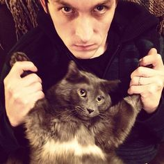Robin Lord Taylor and FINN!! <<< The cat has an upside down bat symbol on his chest